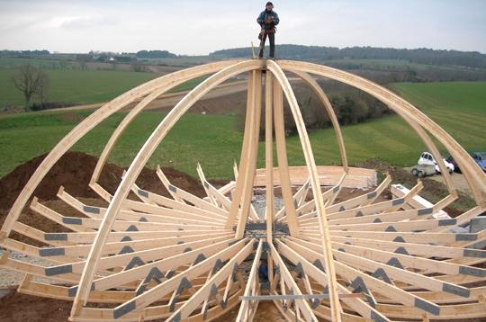 Vous Allez Pouvoir Suivre La Construction De Notre Domespace Maison Ronde  En Bois Rotative De 7,63 M De Rayon. Cu0027est En 2005 Que Le Projet Dans  Lequel Nous ...